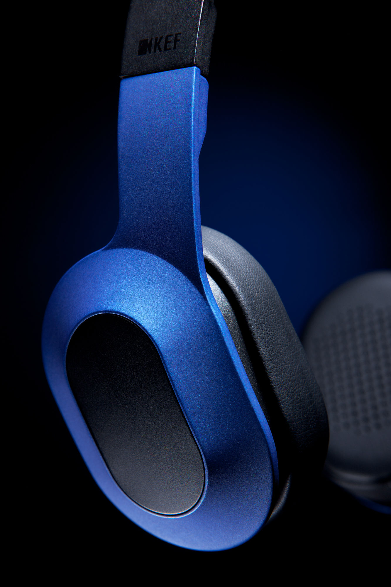 kef m400. i enjoyed making these essentially very basic shots of the kef m400 headphones, and look forward to more. kef