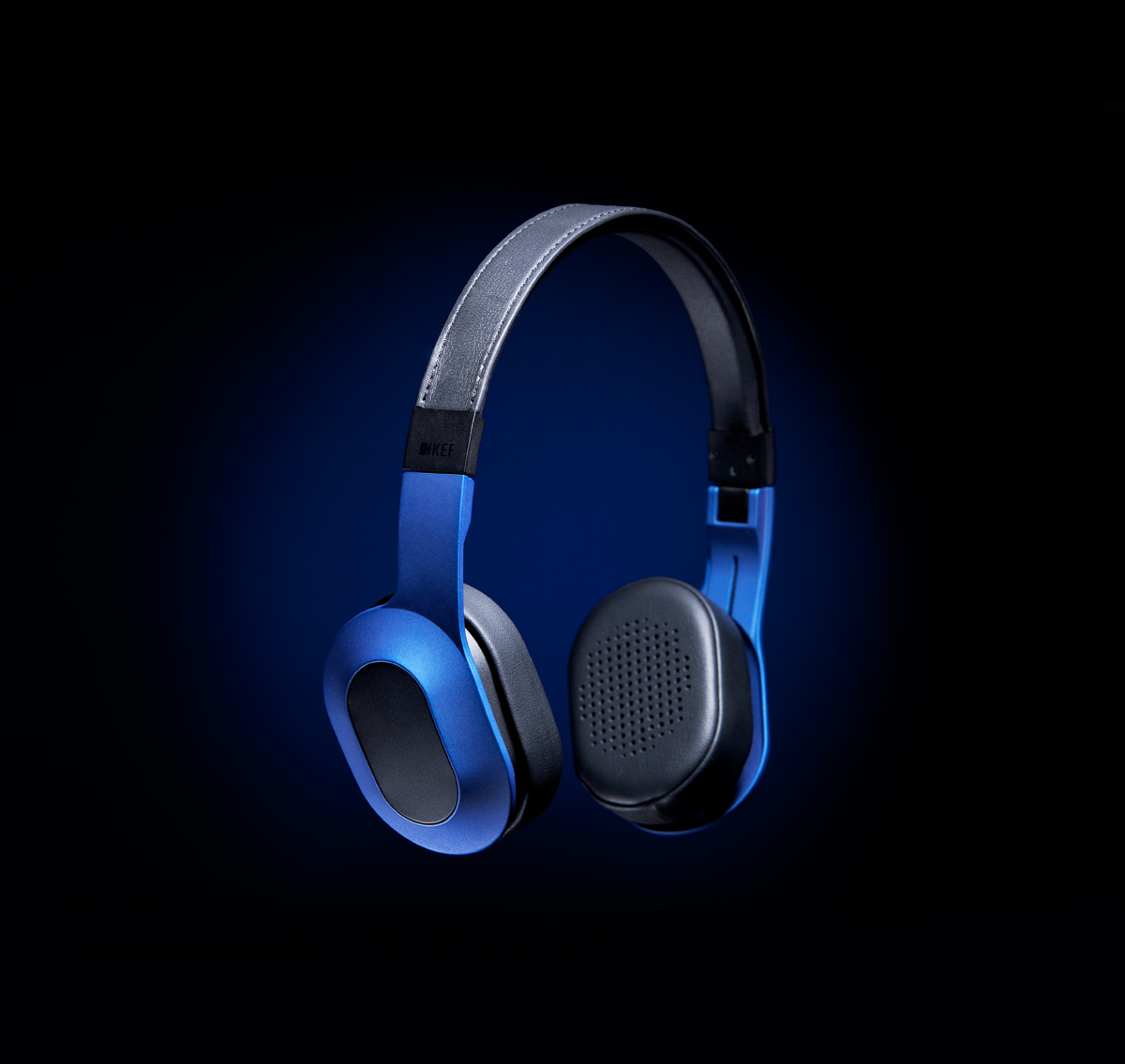 kef m400. i enjoyed making these essentially very basic shots of the kef m400 headphones, and look forward to more. kef a